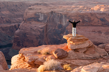 man standing on hill, over come a fear of heights using hypnosis,